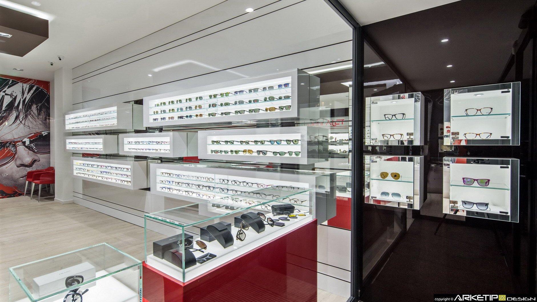 Ottica toja fornitura arredamenti su misura per negozi di for Siti di arredamento design