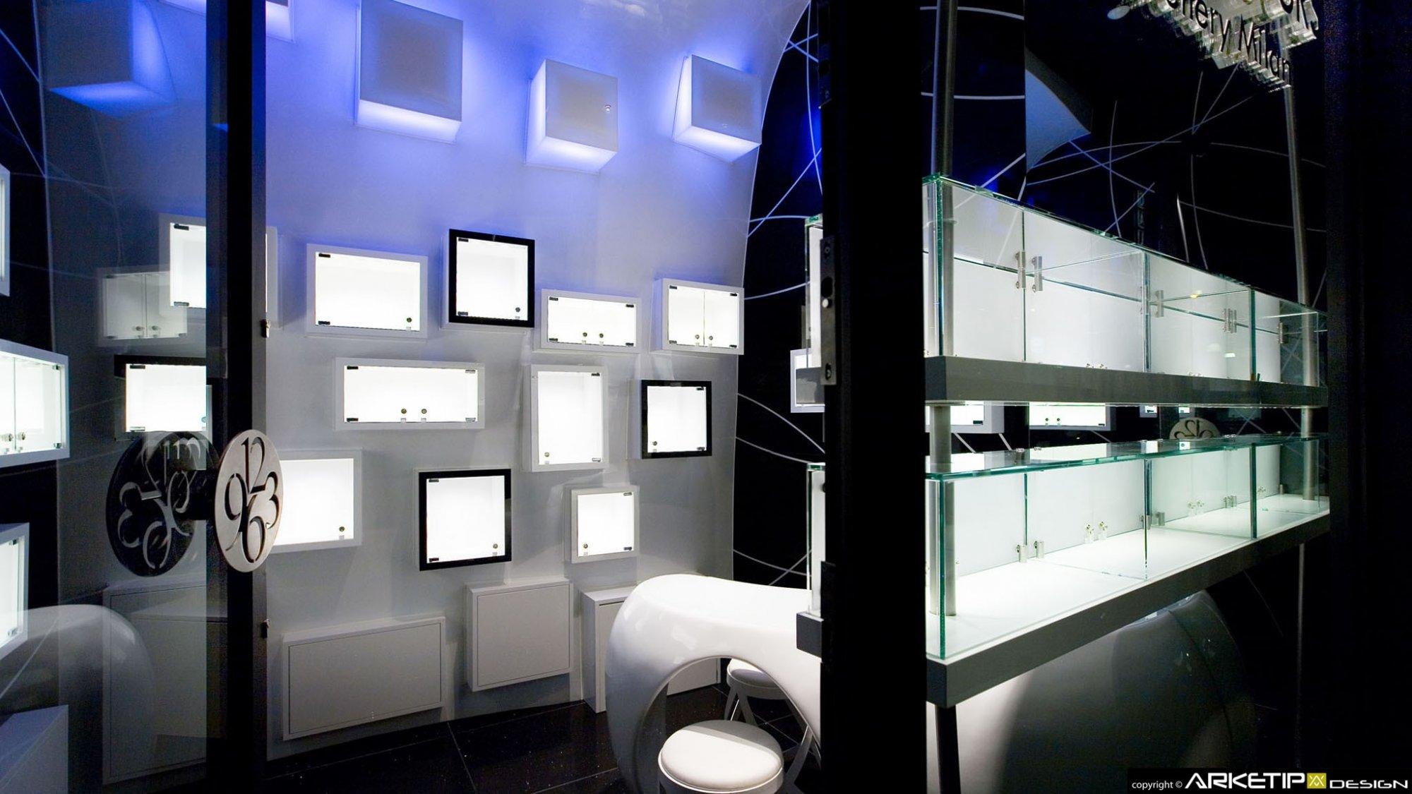 Arredamento gioielleria luxury hours milano for Negozi arredamento milano